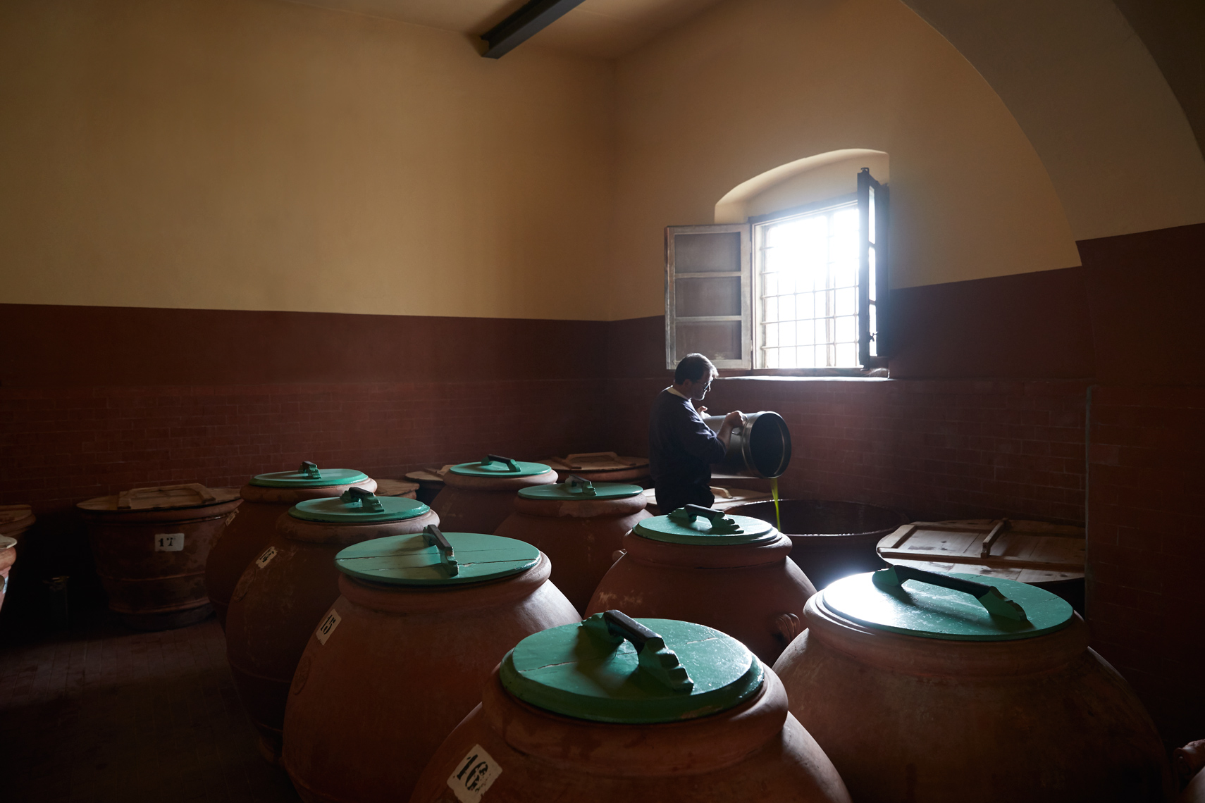 Autentico: Olive Oil Storage
